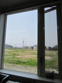 窓から裏庭.JPG